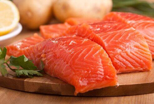 ماهی سالمون غذای مقوی برای کودک