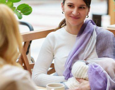 شیر دادن به نوزاد در مکان عمومی ( لباس مناسب شیردهی )